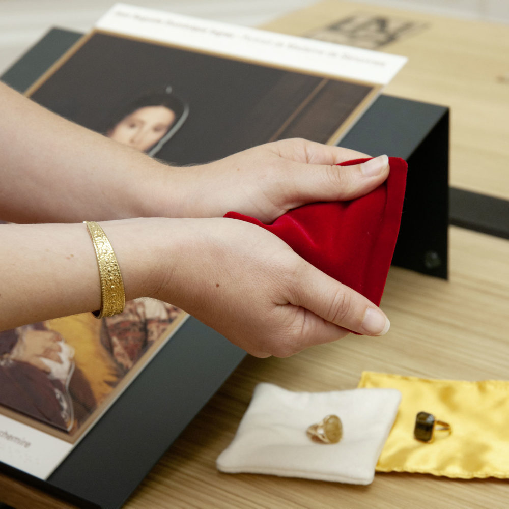 "Multi-sensory educational kit of Ingres' ""Portrait of Madame de Senonnes"" - © C.Clos, Musée d'Arts de Nantes"
