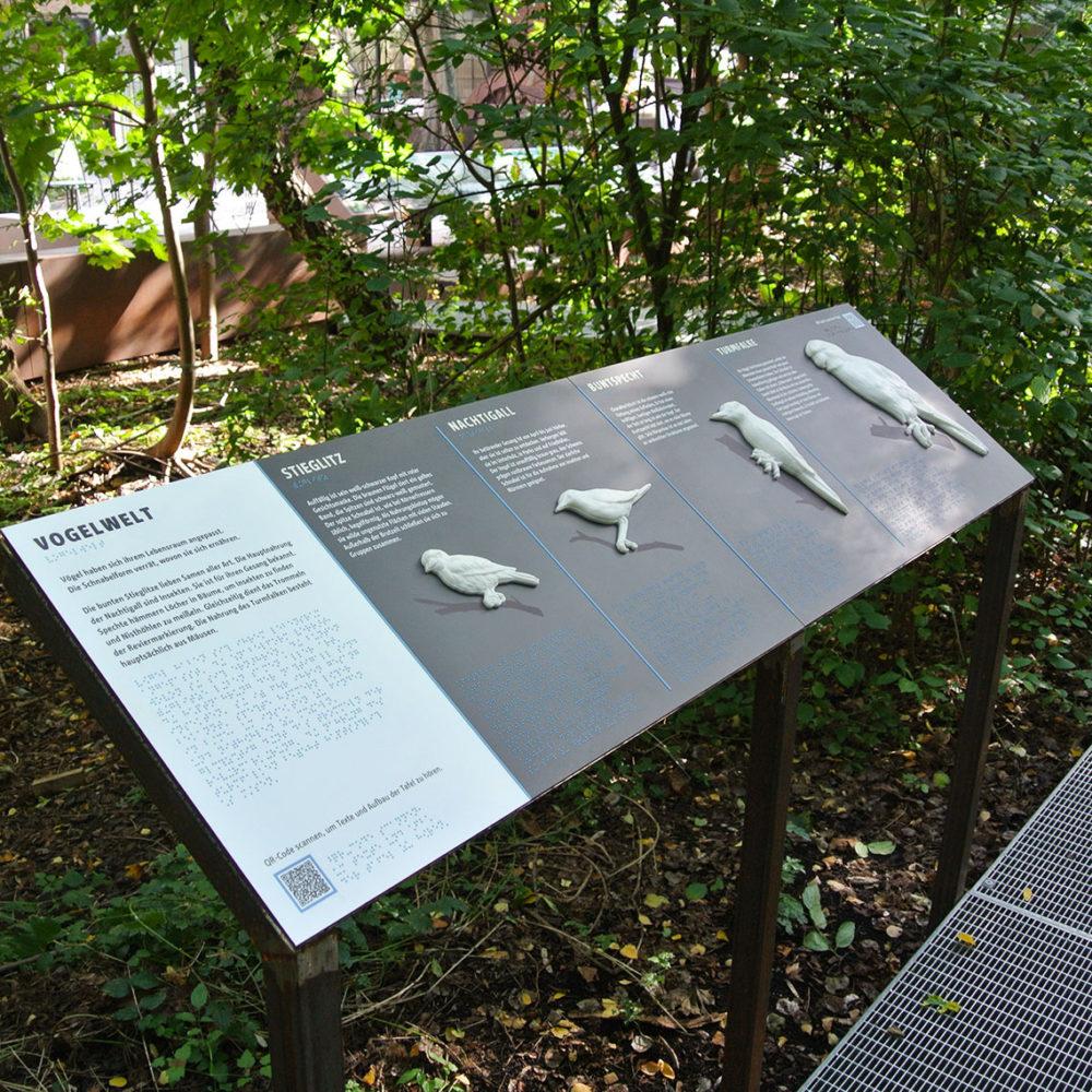 Station tactile présentant les animaux présents dans ce célèbre parc, modélisés en 3D - © Tactile Studio